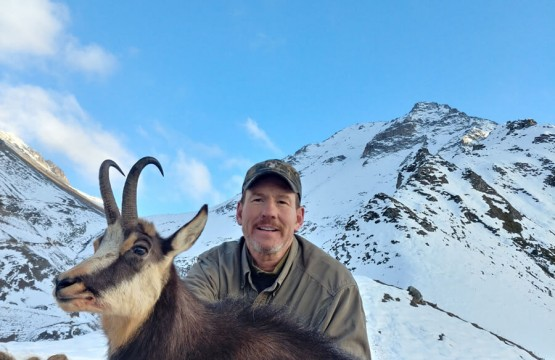 Troy White from US hunting Anatolian chamois in Turkey, October 2018